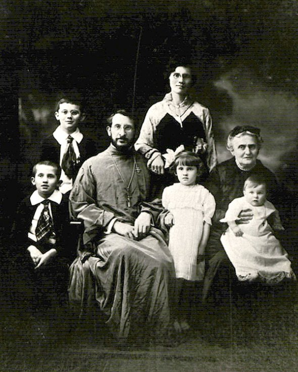Father Leonid Turkevich, pictured together with his family, prior to the repose of his wife, Matushka Anna, in 1925.
