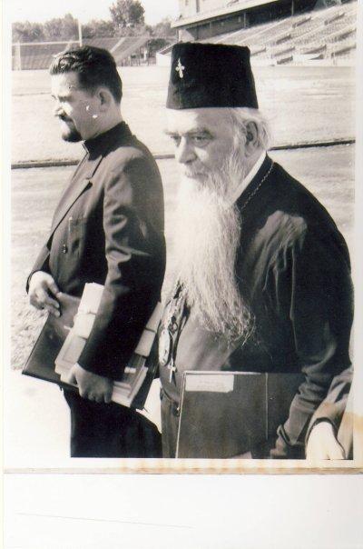 Saint Nikolai, together with one of his fellow clergyman, Protopresbyter Dusan Popovic.
